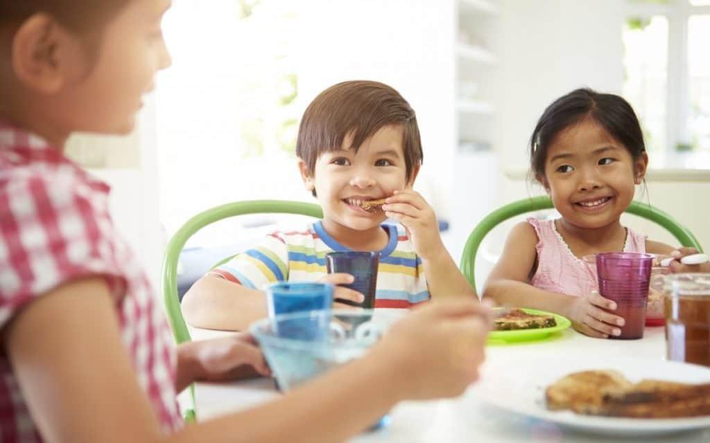 Kahvaltı Yapan Çocuklar Okulda Daha Başarılı