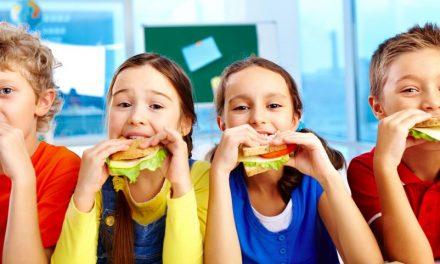 Okul Çağındaki Çocuklar Nasıl Beslenmeli?