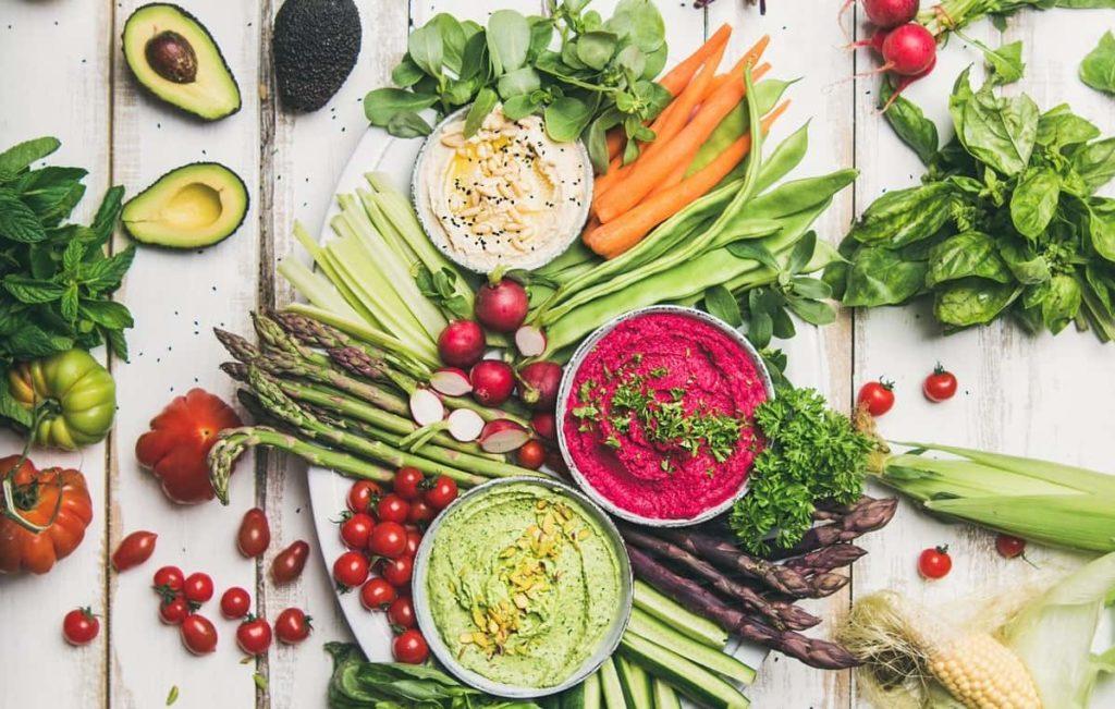 Rengarenk sebzeler ve soslar